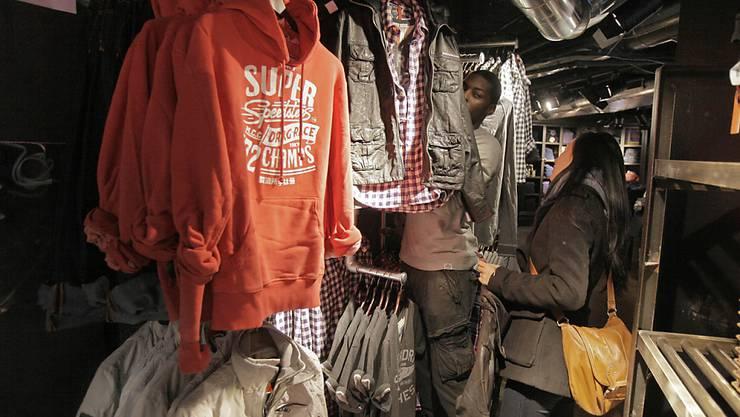 Die dicken Pullis der Marke Superdry waren angesichts der milden Temperaturen im Weihnachtsquartal weniger gefragt. (Archiv)