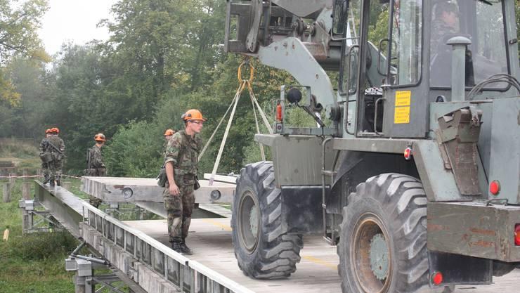 Der Brückenbau ist eine anspruchsvolle und wichtige Aufgabe der Sappeure.