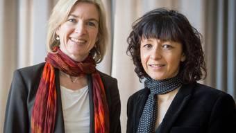 Die amerikanische Biochemikerin Jennifer A. Doudna (l) und die französische Mikrobiologin Emmanuelle Charpentier - hier bei der Verleihung des Paul Ehrlich- und Ludwig Darmstädter-Preises 2016 - haben nicht unerwartet den Nobelpreis für Chemie zugesprochen erhalten (Archivbild)