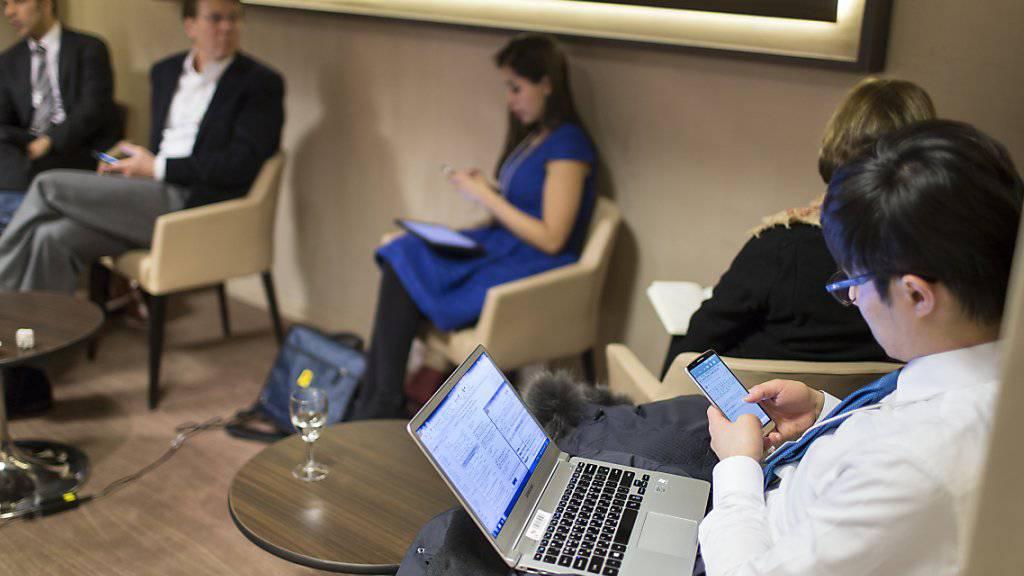 Sieben von zehn Angestellten in der EU werden von ihren Arbeitgebern mit mobilen internetfähigen Geräten ausgerüstet.