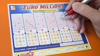 Ein Schein der Lotterie Euromillions brachte einem Spieler aus der Deutschschweiz viel Glück: Er räumte über 89 Millionen Franken ab. (Symbolbild)