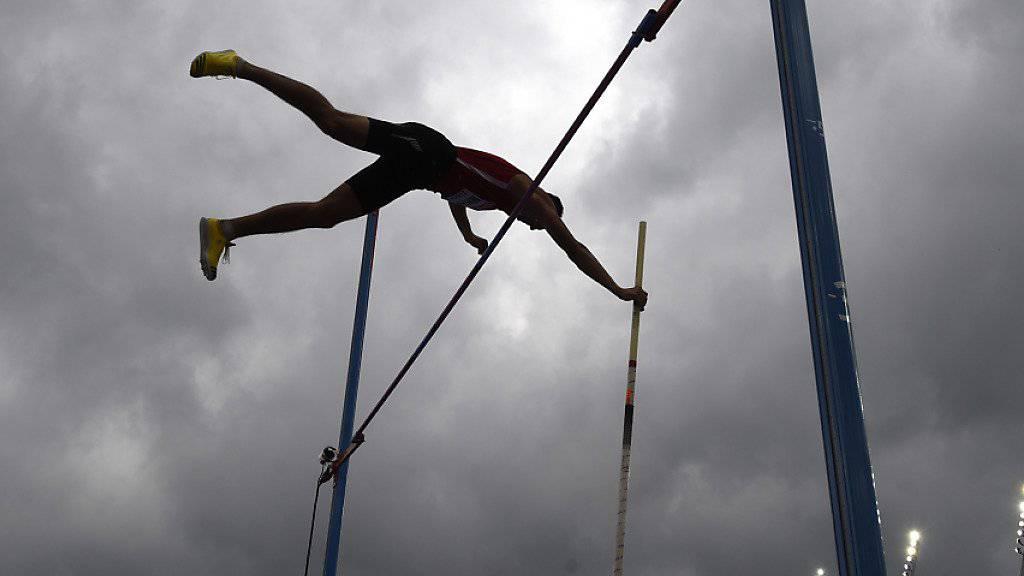 17-jähriger Stabhochspringer erreicht schon 5,90 m.
