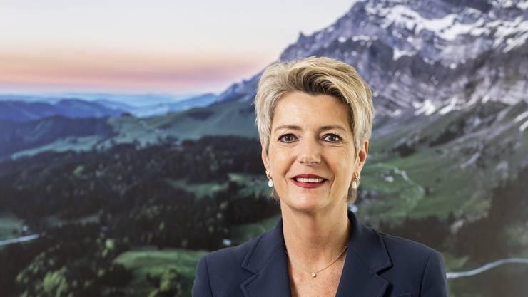 Bundesrätin Karin Keller-Sutter in ihrem Büro mit dem Säntis im Rücken: «Ich wäre nicht ehrlich, wenn ich sagen würde, dass ich nie Heimweh habe.»