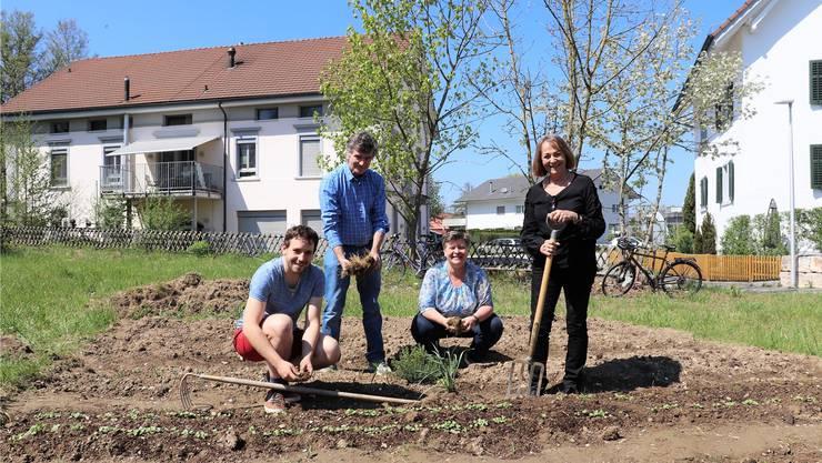 Die Grossräte Uriel Seibert und Severin Lüscher mit Gemeinderätin Anja Gestmann und alt Gemeinderätin Elsbeth Kaufmann (v.l.).