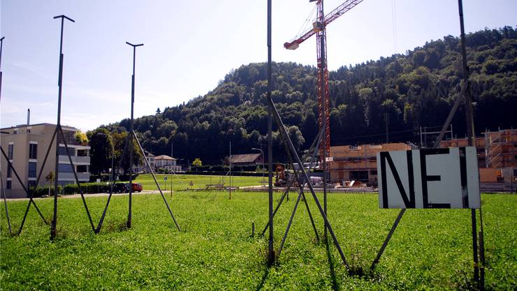 An der Rheinsfelderstrasse in Eglisau entsteht kein Asylzentrum. Marc Dahinden