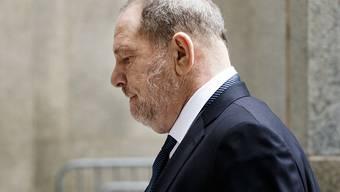 Noch immer tauchen neue Vorwürfe gegen Ex-Hollywood-Mogul Harvey Weinstein auf. Das könnte den Prozessbeginn verzögern. (Archivbild)