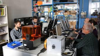 In der offenen Werkstatt «FabLab Makerspace» modellieren die Lehrkräfte der KUF Figuren für den 3D-Druck. Dennis Kalt