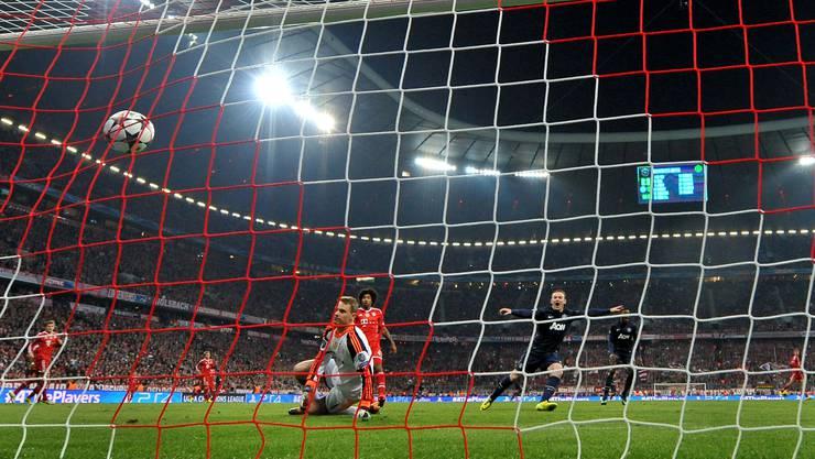 Mit einer Granate ins Lattenkreuz legte Manchester anfangs mit 1:0 vor.