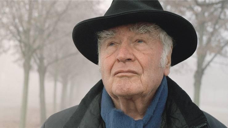 Typisch für Martin Walser, 91, ist selbst die Widmung in seinem Miniaturen-Band «Spätdienst»: «Für Gegner: ein gefundenes Fressen. Für meine Leser: vielleicht ein Ausflug ins Vertraute.»Karin Rocholl