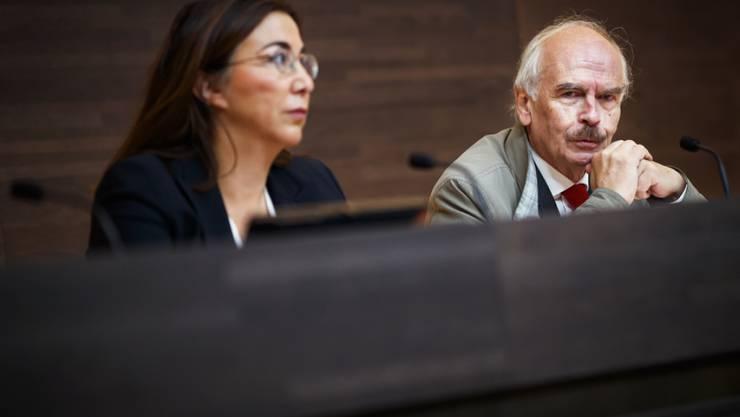Staatsrätin Cesla Amarelle (links) und Claude Rouiller, Leiter der Untersuchung, bei der Veröffentlichung des Berichts im September. (Archiv)