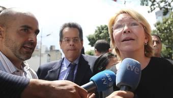 Die zur scharfen Kritikerin von Präsident Nicolas Maduro gewordene venezolanische Generalstaatsanwältin Luisa Ortega Díaz ist entlassen worden. Das entschied die neue Verfassungsgebende Versammlung.