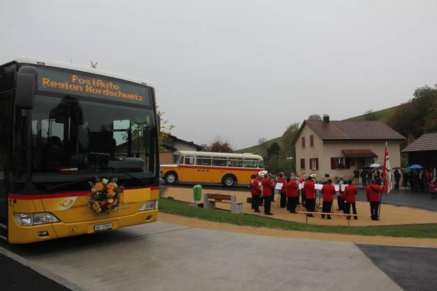 Auf dem neuen Buswendeplatz können künftig auch Gelenkbusse verkehren
