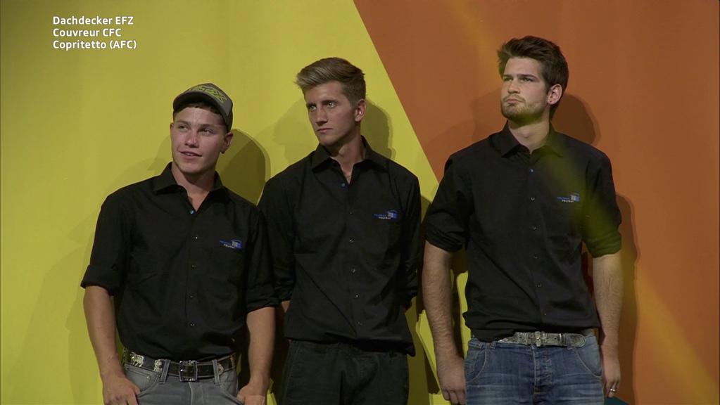 Sven Grüninger (Mitte). Der Ermatinger holt sich die Goldmedaille als Dackdecker. (Bild: zVg)