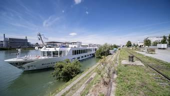 Immer mehr Hotelschiffe legen am Klybeckquai an – nicht alle im Hafen haben Freude daran.