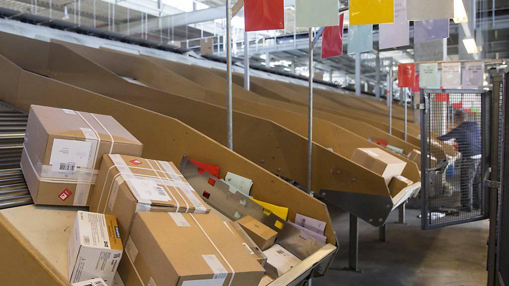Einkaufen per Internet: Schweizer Konsumenten gaben im letzten Jahr 7,8 Milliarden Franken für Online-Shopping aus. Immer häufiger bestellen sie günstig in China.