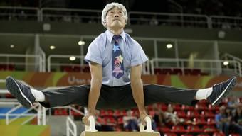 Das soll ihm mal einer mit 48 Jahren nachmachen! Donghua Li mit Verkleidung bei einer Gala in Rio.