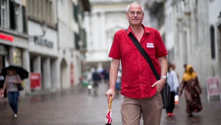 Markus von Arx mit Schirm, Charme und Geschichten im Gepäck.