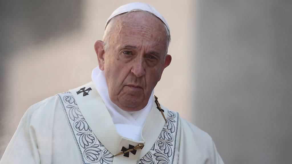 ARCHIV - Papst Franziskus feiert die Messe des Ritus ‹Corpus Domini› im Bezirk Casalbertone. Foto: Evandro Inetti/ZUMA Wire/dpa