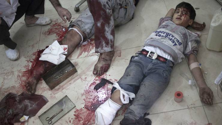 Behandlung von Verwundeten in einem Spital von Aleppo (Archiv)