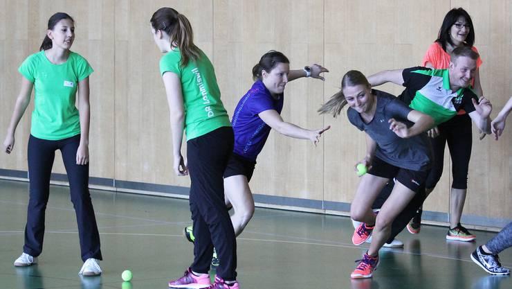 Wie man Ziele im Unterricht praktisch umsetzt, lernten die Teilnehmenden auch mit Laufspielen.