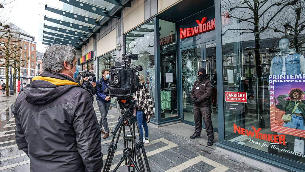 Ausschreitungen in Belgien - Neun Polizisten im Krankenhaus