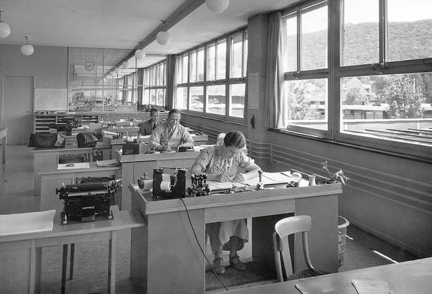 Arbeitsplätze im neuen Verwaltungsgebäude nach 1934
