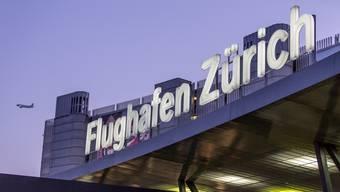 Passagierrekord für den Flughafen Zürich – die 30-millionsten Passagiere erhielten einen Gutschein für die VIP Lounge. (Archiv)