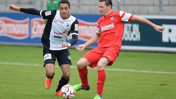 Marvin Spielmann (links): Soeben noch in der Türkei mit dem FCA, jetzt in Baden Torschütze.