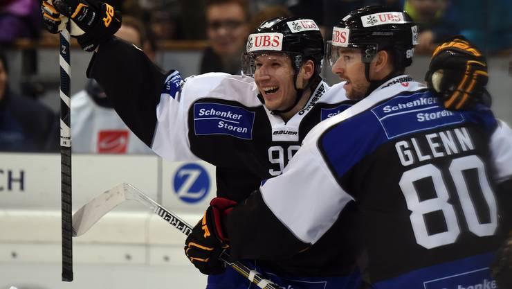 Damien Brunner jubelt mit dem HC Lugano über den Auftaktsieg.