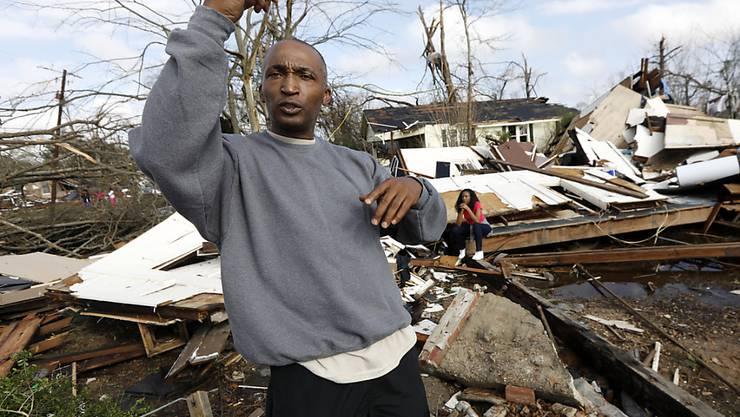 Ein Bewohner von Hattiesburg schildert, wie der Tornado sein Haus zerstörte. Seine zwei Töchter, seine Frau und er konnten sich retten.