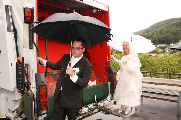 2008: Roger Huber und Marie-Louise heiraten und fahren standesgemäss vor.