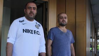 Mustafa Donat (links) und Hasan Bayar sind mit der Umnutzung des Ladenlokals beschäftigt.