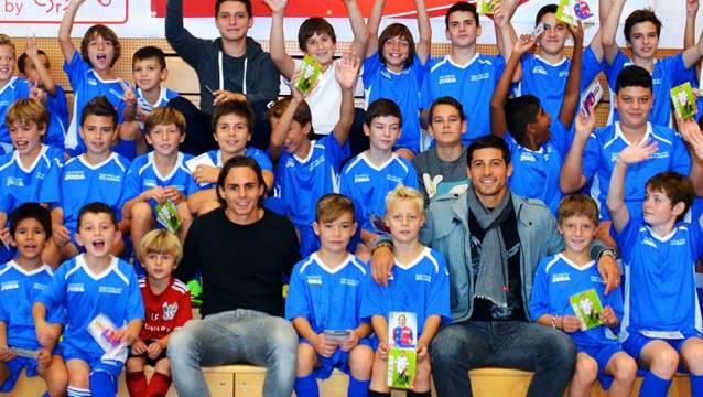 Kay Voser (FC Basel) und Davide Callà (FC Aarau) bei den Kids.