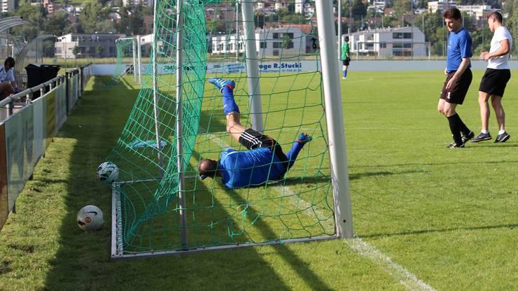 Corrado Baggieri vom Team Zürcher Kantonalbank schaffte es trotz grossem Einsatz nicht, diesen Ball zu halten.