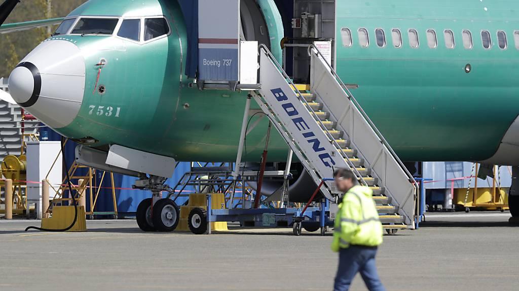 Die von Abstürzen betroffene Boeing-Flugzeugreihe 737 Max soll erst im Frühjahr 2020 in der EU wieder für den Flugbetrieb zugelassen werden. (Archivbild)