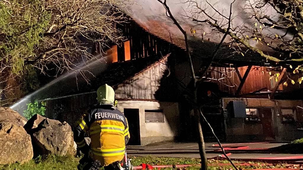 Grosseinsatz bei Brand eines Bauernhauses