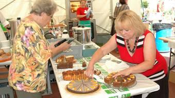 Das vielfältige kulinarische Angebot ist ein wichtiger Teil der Bundesfeier, wie zum Beispiel hier vor einem Jahr in Bergdietikon. Nicole Emmenegger