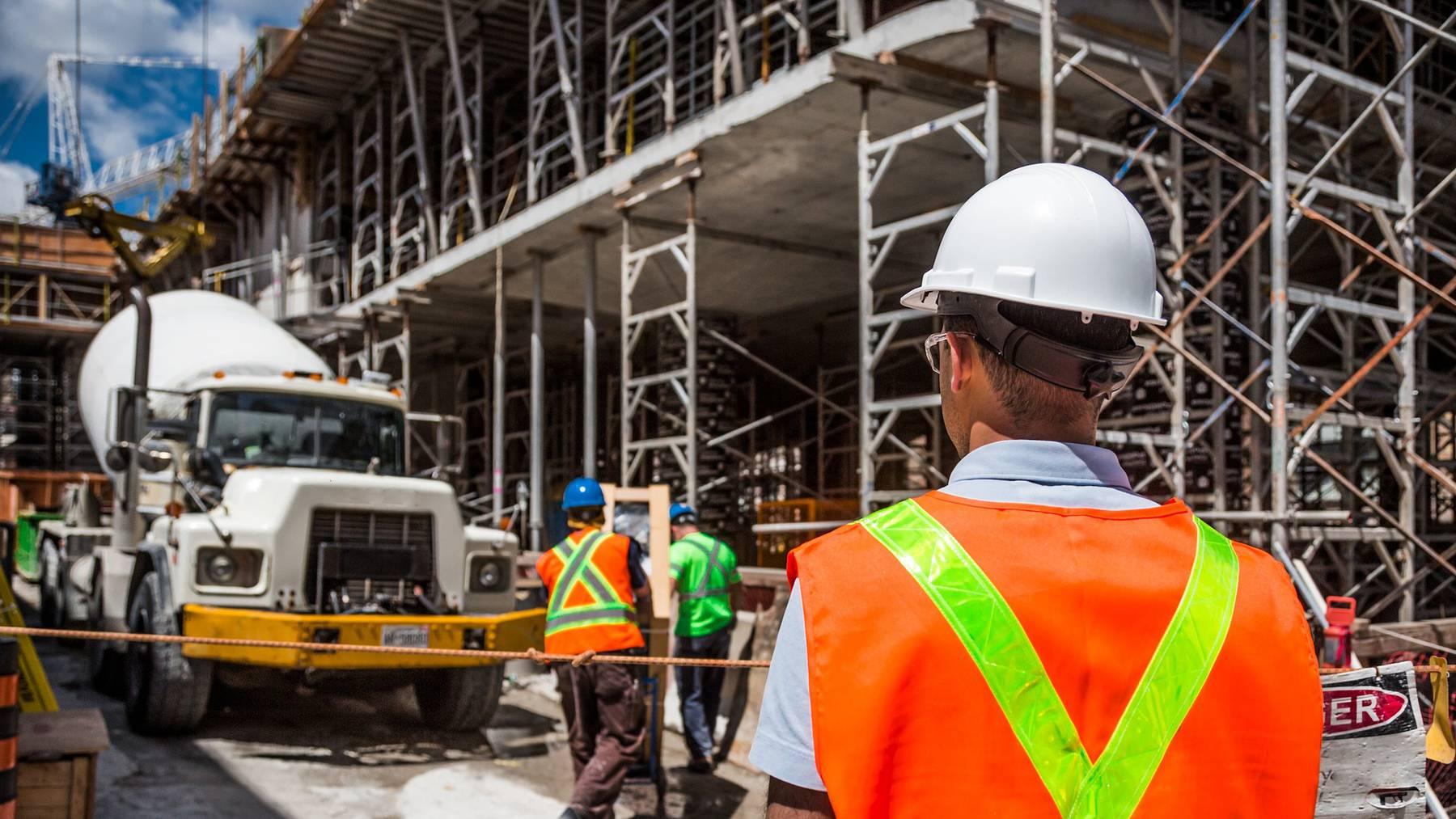 Auf dem Bau werden die Corona-Massnahmen häufig nicht umgesetzt.