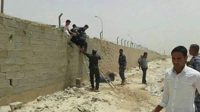 Studenten in Ramadi verlassen das Universitätsgebäude