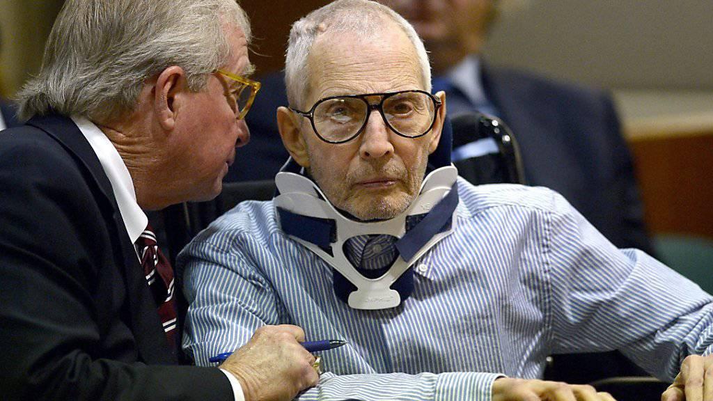 Der Immobilienerbe Robert Durst wird mit drei Todesfällen in Verbindung gebracht. Beim Prozess zu einem Mord im Jahr 2000 plädierte Durst auf nicht schuldig.
