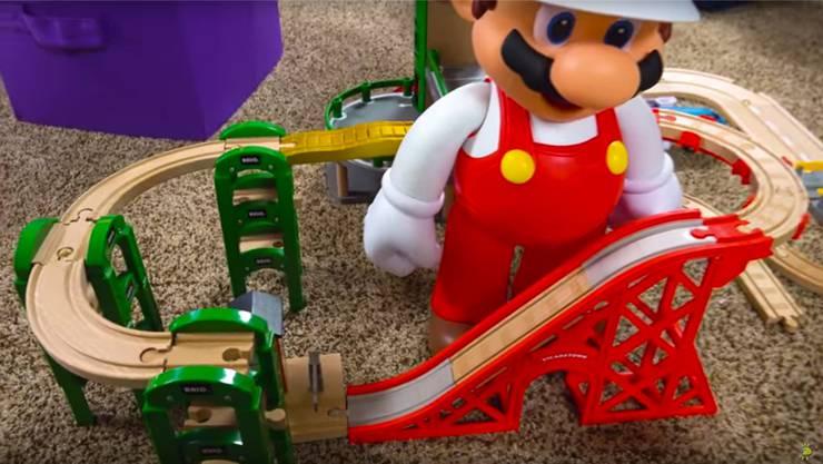 «Izzy's Toy Time» und viele andere Influencer deklarieren ihre Verbindung zu den beworbenen Produkten nicht. HO
