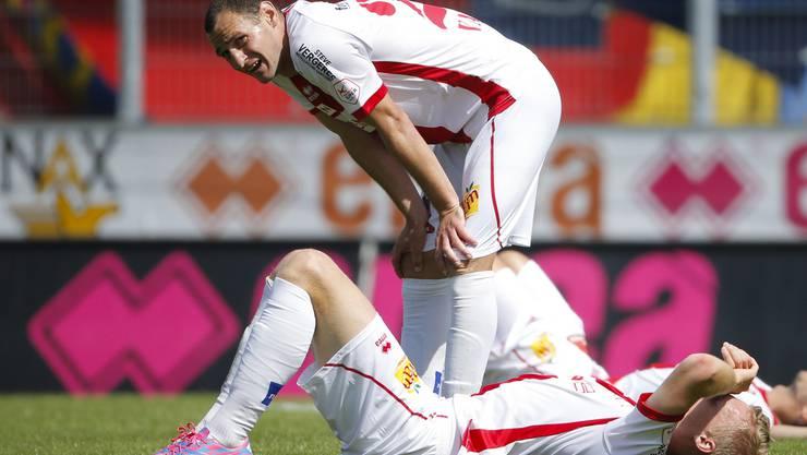 Gaetan Karlen und Vilmos Vanczak vom FC Sion sind enttäuscht.