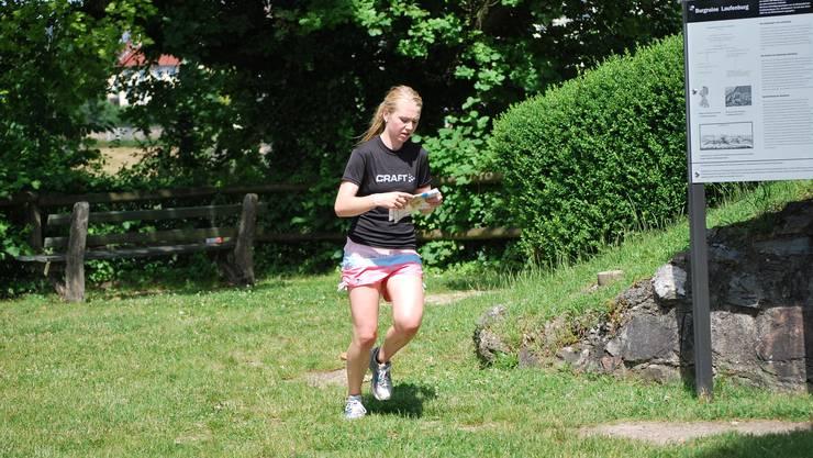 Läuferin auf dem Burghügel