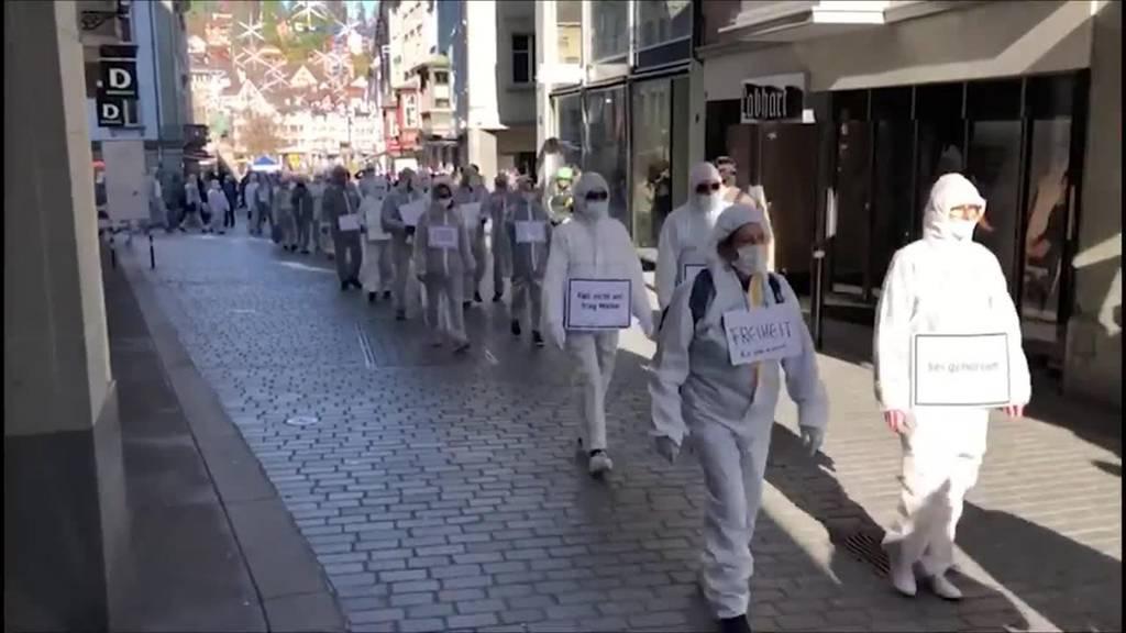 Krawall bei Stillem Protest: Gegendemonstranten greifen Polizei an