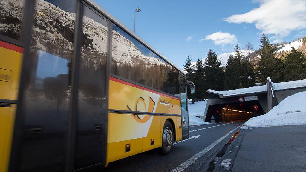 Die Post-Tochter Postauto hat jahrelang zu hohe Subventionen bezogen. Nun wird das Bus-Unternehmen von der Finanzkontrolle durchleuchtet. (Archivbild)