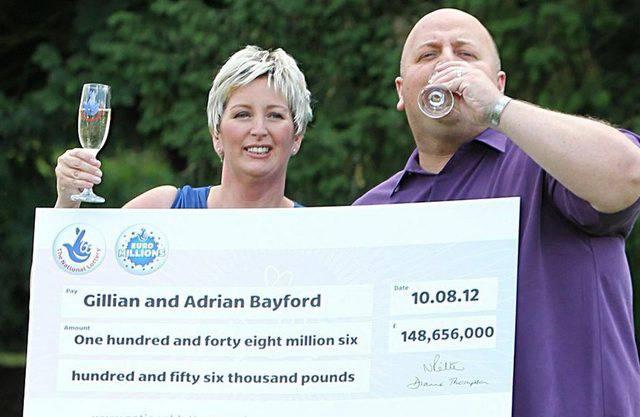 So sehen Gewinner aus: Adrian (l.) und Gillian Bayford