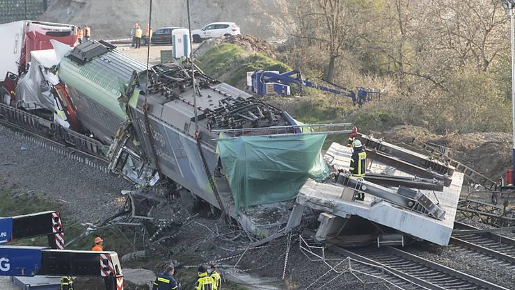 Beim Unfall kam der Lokführer ums Leben. Mehrere Wagen schoben sich in einander.
