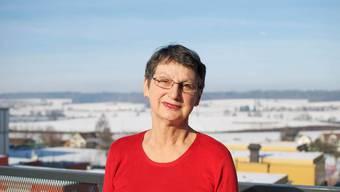 Elisabeth Wandeler-Deck auf dem Balkon ihrer Wohnung.