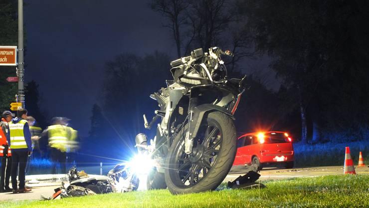 26. April 2017: Bei der gleichen Einmündung prallt ein Motorradfahrer in die Seite eines Autos, das in die Hauptstrasse einbiegt.
