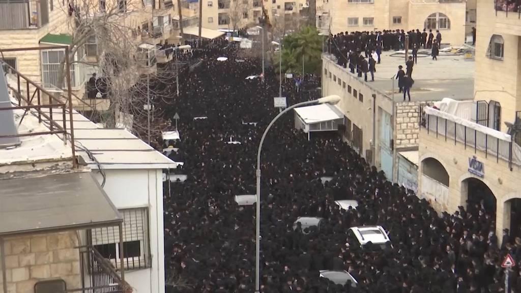 Trotz Lockdown: Tausende Ultraorthodoxe bei Begräbnis in Jerusalem